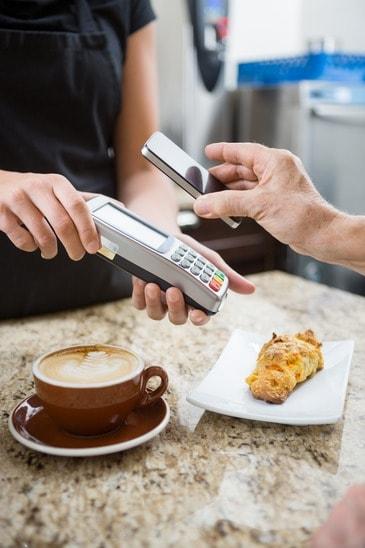 Płatności zbliżeniowe telefonem z technologią NFC